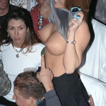 Sexy Frauen zeigen ihre Dinger