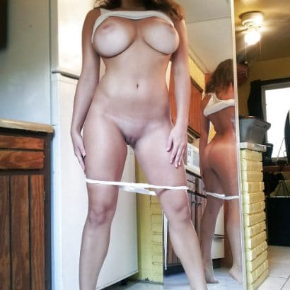 Hübsche Frauen zeigen sich