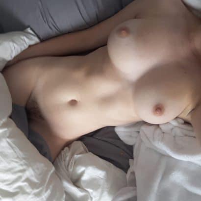 Bilder von geilen Frauen im Bett