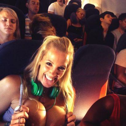 Geile Girls Titten im Flugzeug