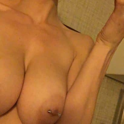 Nackte Brüste mit Nippel