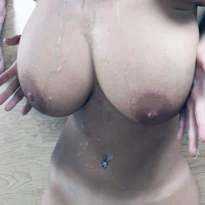 Nacktbilder von Frauen vollgespritzt