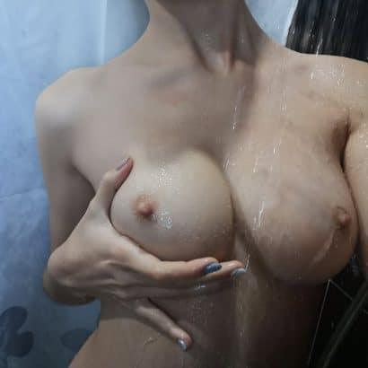 Sexy Fotos unter der Dusche