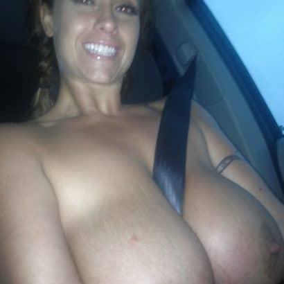 Titten Selfie im Auto