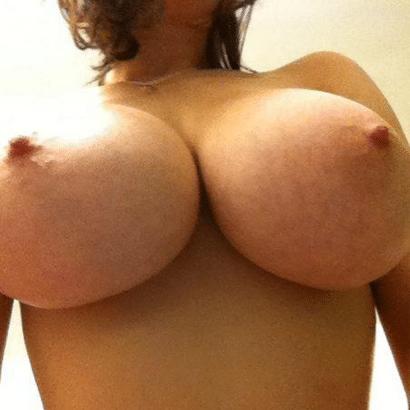 Perfekte Titten zeigen