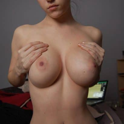Girls nackt Titten zeigen
