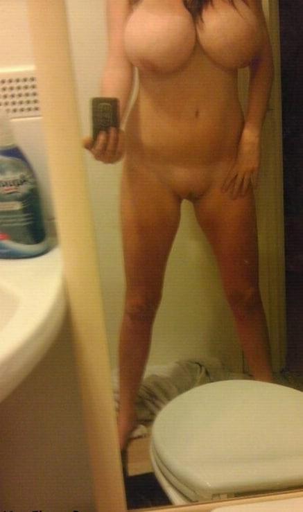 Nackt Auf Klo