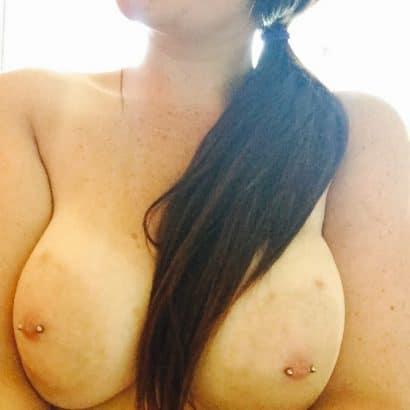 Hot Babes mit Piercing