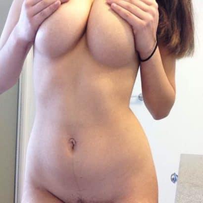 Bilder von geilen Frauen Titten hochdrücken