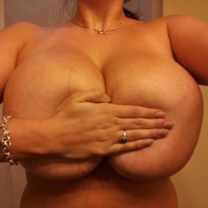 Nackte Girls halten Titten fest