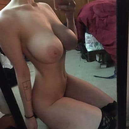 Frauenbilder nackt vorm Spiegel