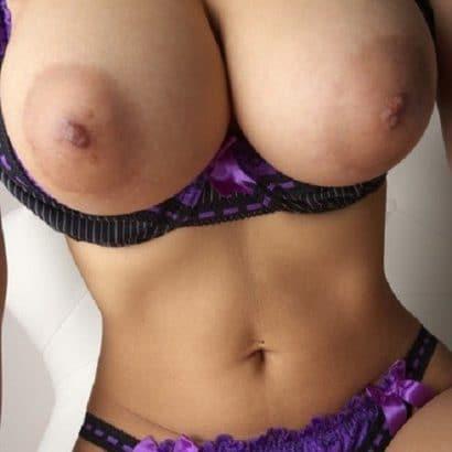 Titten aus dem BH Private Nacktbilder