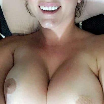 Amateure nackt mit prallen Titten