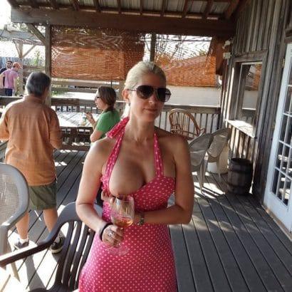 Nacktbilder von Frauen öffentlich
