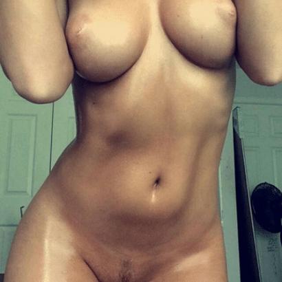 Nacktbilder von Frauen eingeölt