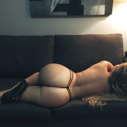 Geile Ärsche auf der COuch