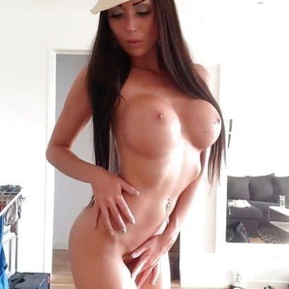 Dunkelhaarige Nacktaufnahmen