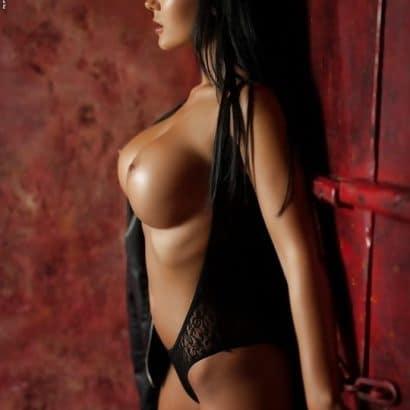 Dunkelhaarige Erotische Nacktbilder