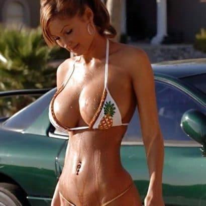 Bikini Babes in der Sonne