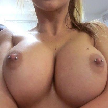Meine Frau nackt Nippelpiercings