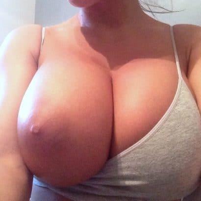 Meine Frau nackt eine Brust raus