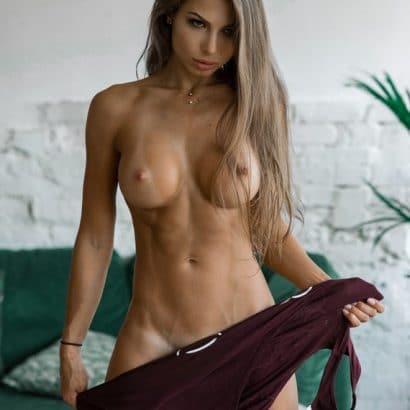 Fake Titten nackte Weiber